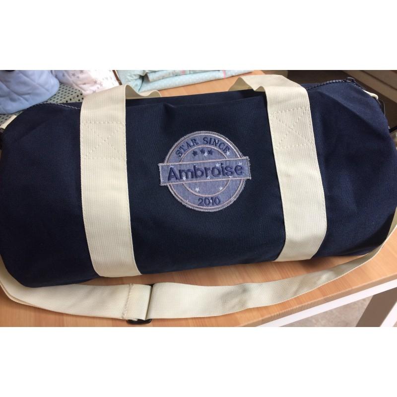 654f41ac28 Sac de voyage, sport ou de week end à personnaliser-Colori bleu marine  anses et bandoulière beiges.